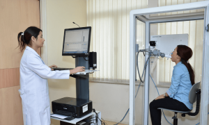 A doctor is performing Pulmonology test process on a lady patient at MMB